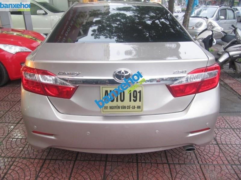 Xe Toyota Camry 2.5Q 2013-9