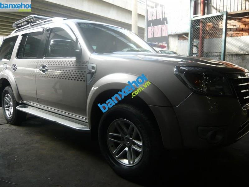 Xe Ford Everest 4x2 MT 2010-0