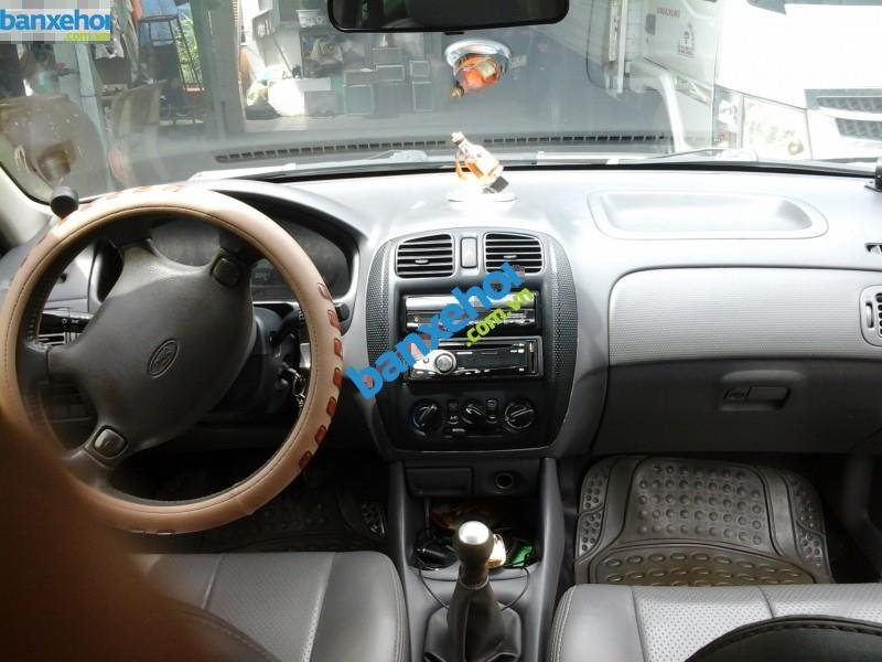 Xe Ford Laser  2000-2