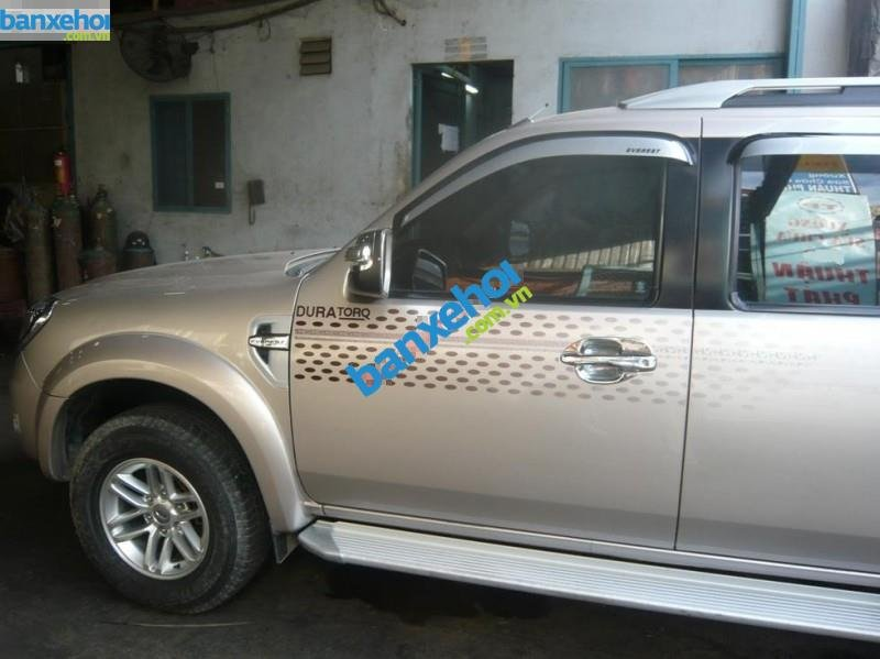 Xe Ford Everest 4x2 MT 2010-1