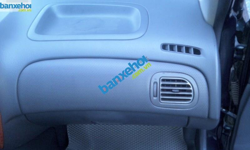Xe Ford Laser  2001-4