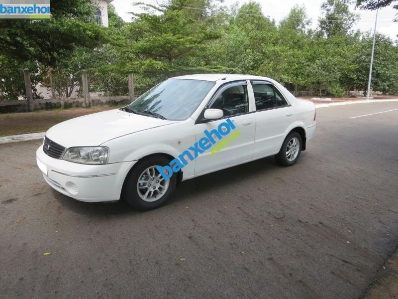 Xe Ford Laser  2003-1