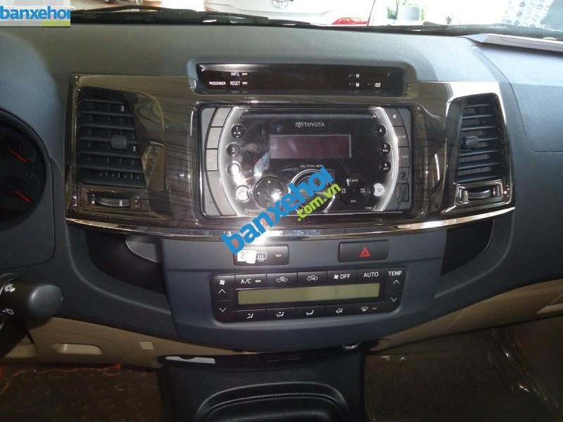 Xe Toyota Fortuner TRD Sportivo 4x2AT 2014-5