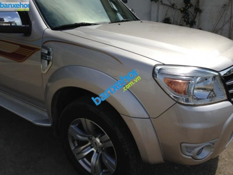 Xe Ford Everest  2011-1