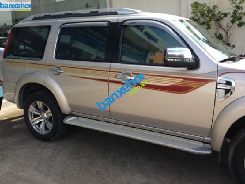 Xe Ford Everest  2011-4