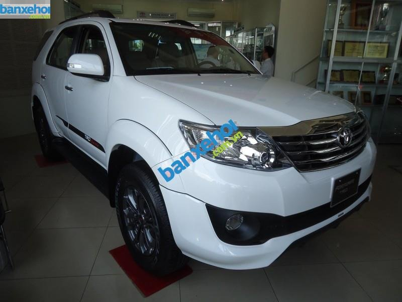 Xe Toyota Fortuner TRD Sportivo 4x2AT 2014-0