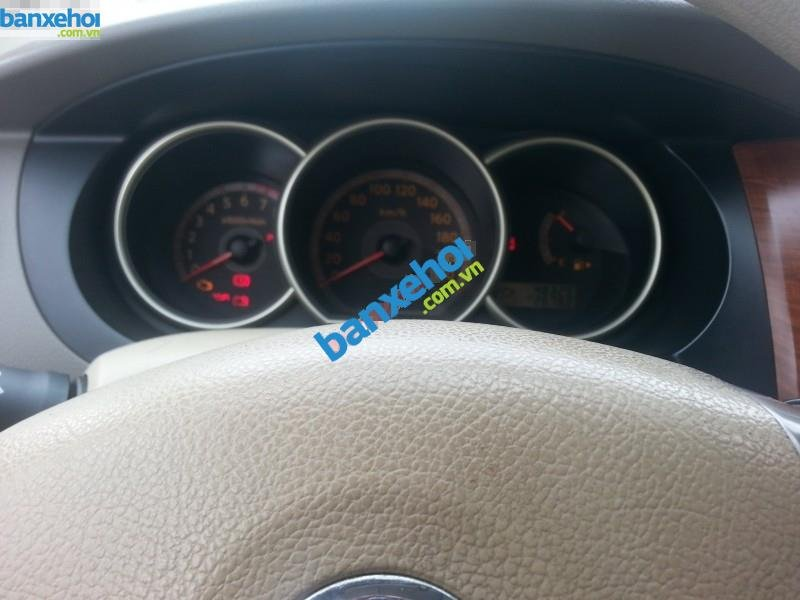 Xe Nissan Grand livina 1.8AT 2010-4