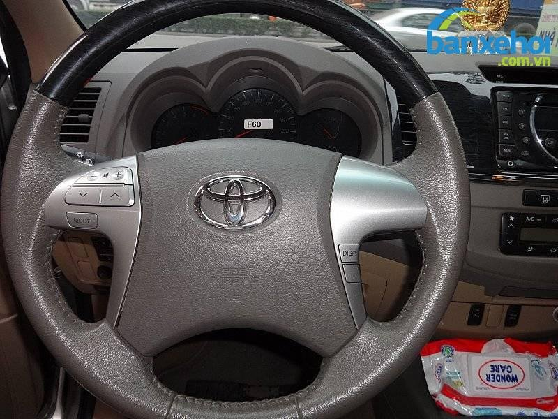 Xe Toyota Fortuner  2013-9